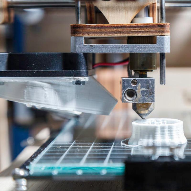 macchina stampa 3D in funzione